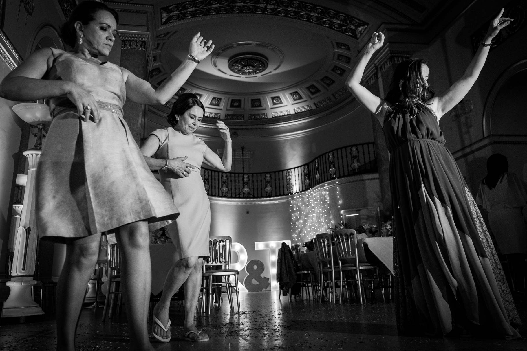monochrome wedding photography dancing